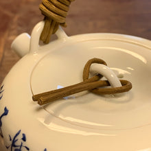 Jingdezhen porcelain 190mL caligraphy teapot
