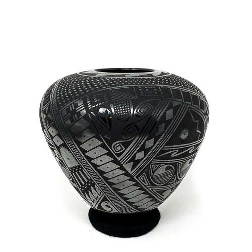Black Geometric  Mata Ortiz  Pot