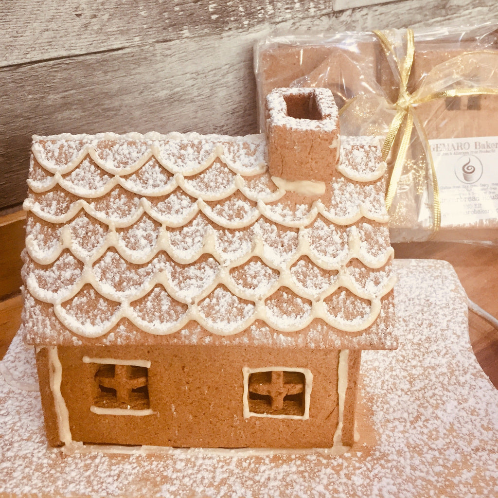Gingerbread house (not assemble) - Candy not included