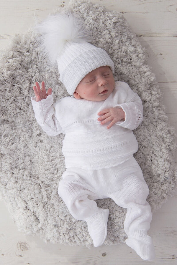 Unisex White Thick Knitted Stripe Outfit