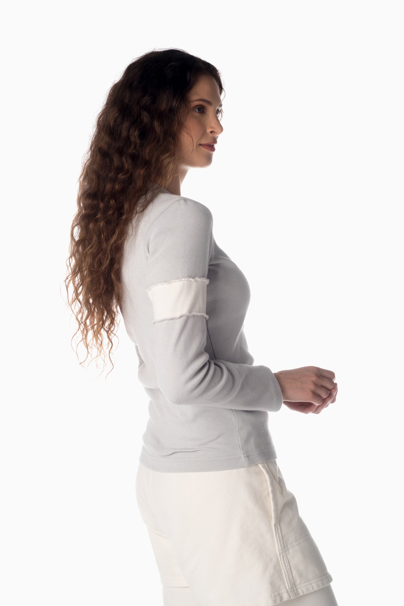 V-Neck & Accent Armband <br>Arctic Grey | Winter White Armband