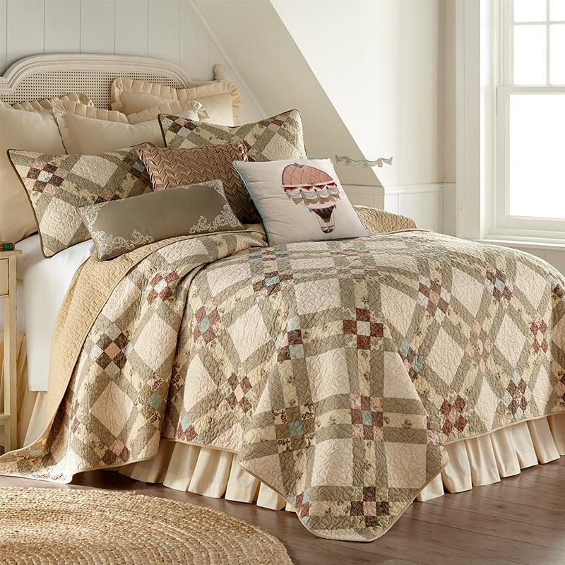 American Beauty 3-Piece Quilt Set [Luxury comforter Sets] [by Latest Bedding]