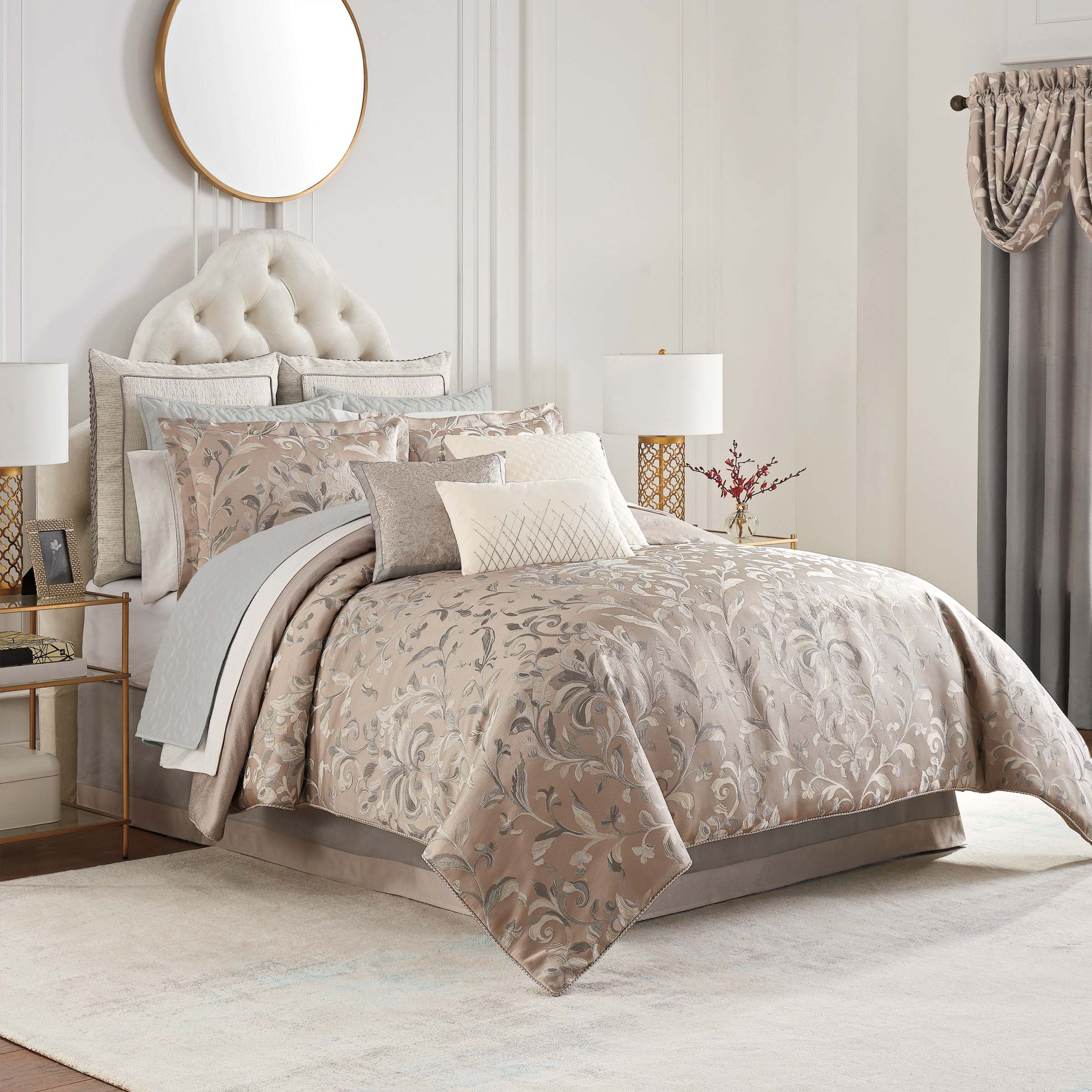 Andria Taupe 4-Piece Reversible Comforter Set [Luxury comforter Sets] [by Latest Bedding]