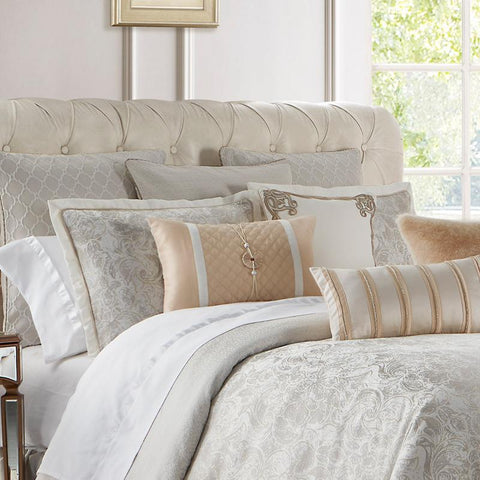 Belissa Ivory Reversible 4-Piece Comforter Set [Luxury comforter Sets] [by Latest Bedding]