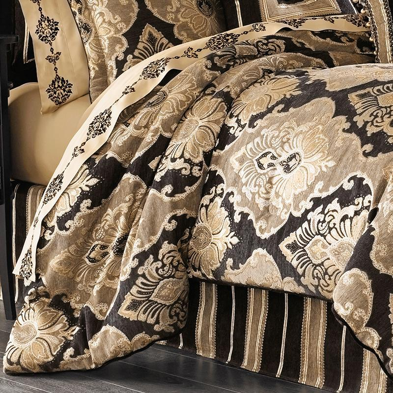 Bradshaw Black 4 Piece Comforter Set