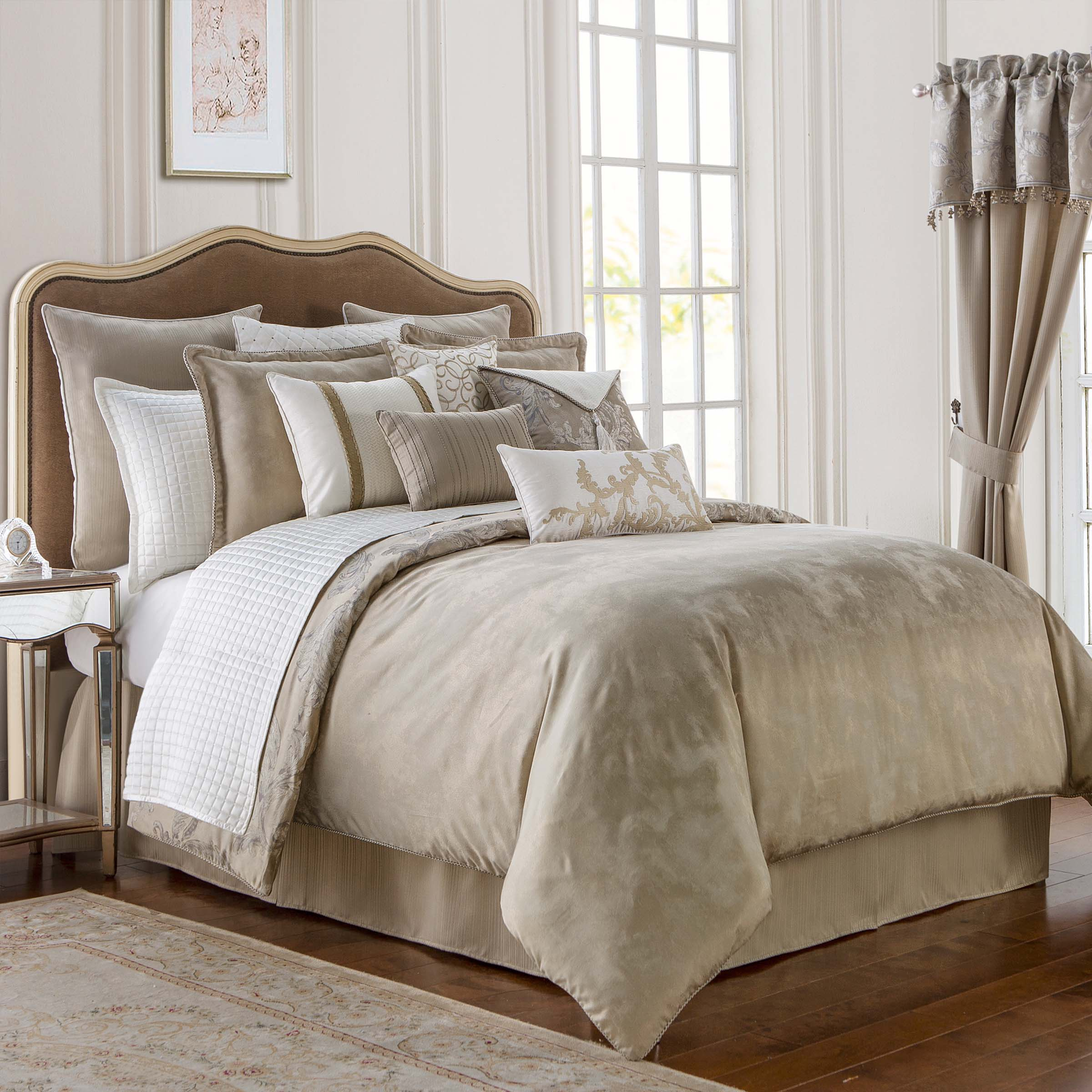 Chantelle Taupe 4-Piece Reversible Comforter Set [Luxury comforter Sets] [by Latest Bedding]