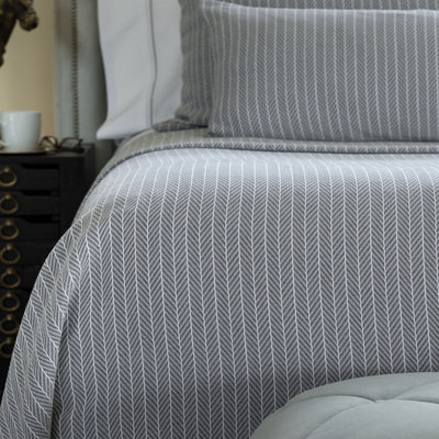 Chevron Grey & White Cotton Blanket [Luxury comforter Sets] [by Latest Bedding]
