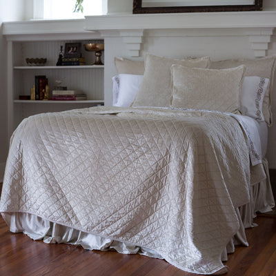 Chloe Ivory Coverlet - Lili Alessandra [Luxury comforter Sets] [by Latest Bedding]