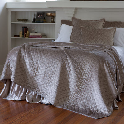 Chlow Champagne Velvet Quilted Coverlet [Luxury comforter Sets] [by Latest Bedding]