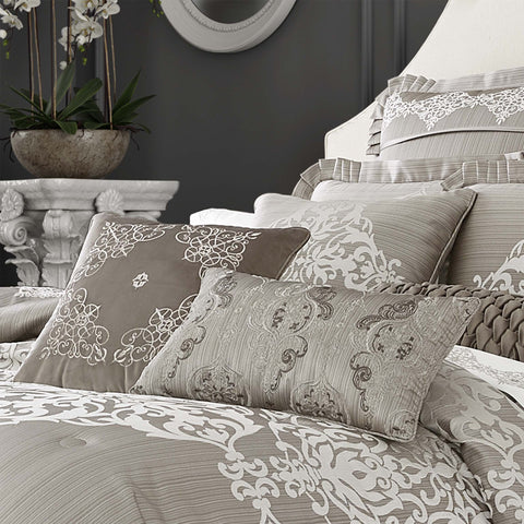 "Crestview Silver Throw Pillow 18"" X 18"" [Luxury comforter Sets] [by Latest Bedding]"