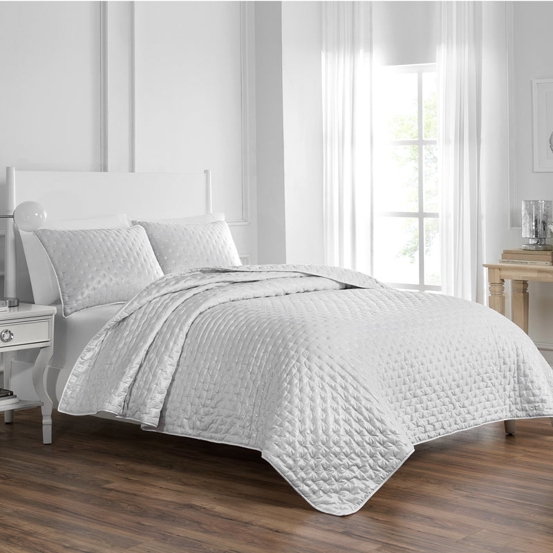 Marlena White Quilt By Croscill [Luxury comforter Sets] [by Latest Bedding]