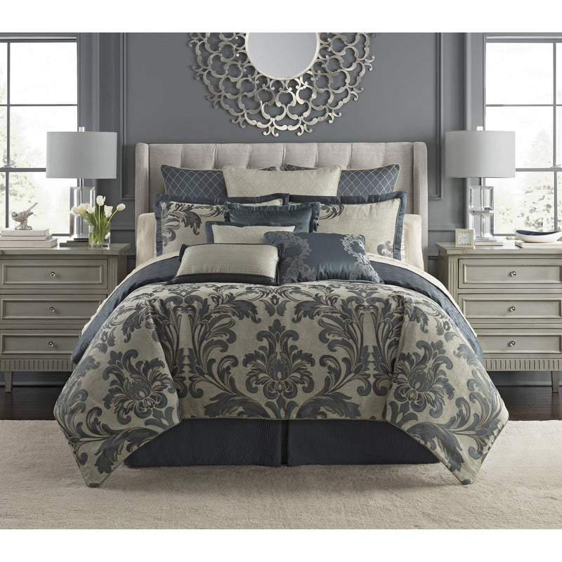 Everett Teal 4-Piece Reversible Comforter Set by Waterford [Luxury comforter Sets] [by Latest Bedding]