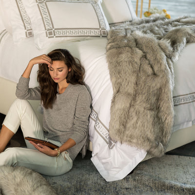 Faux Fur Silver Throw [Luxury comforter Sets] [by Latest Bedding]