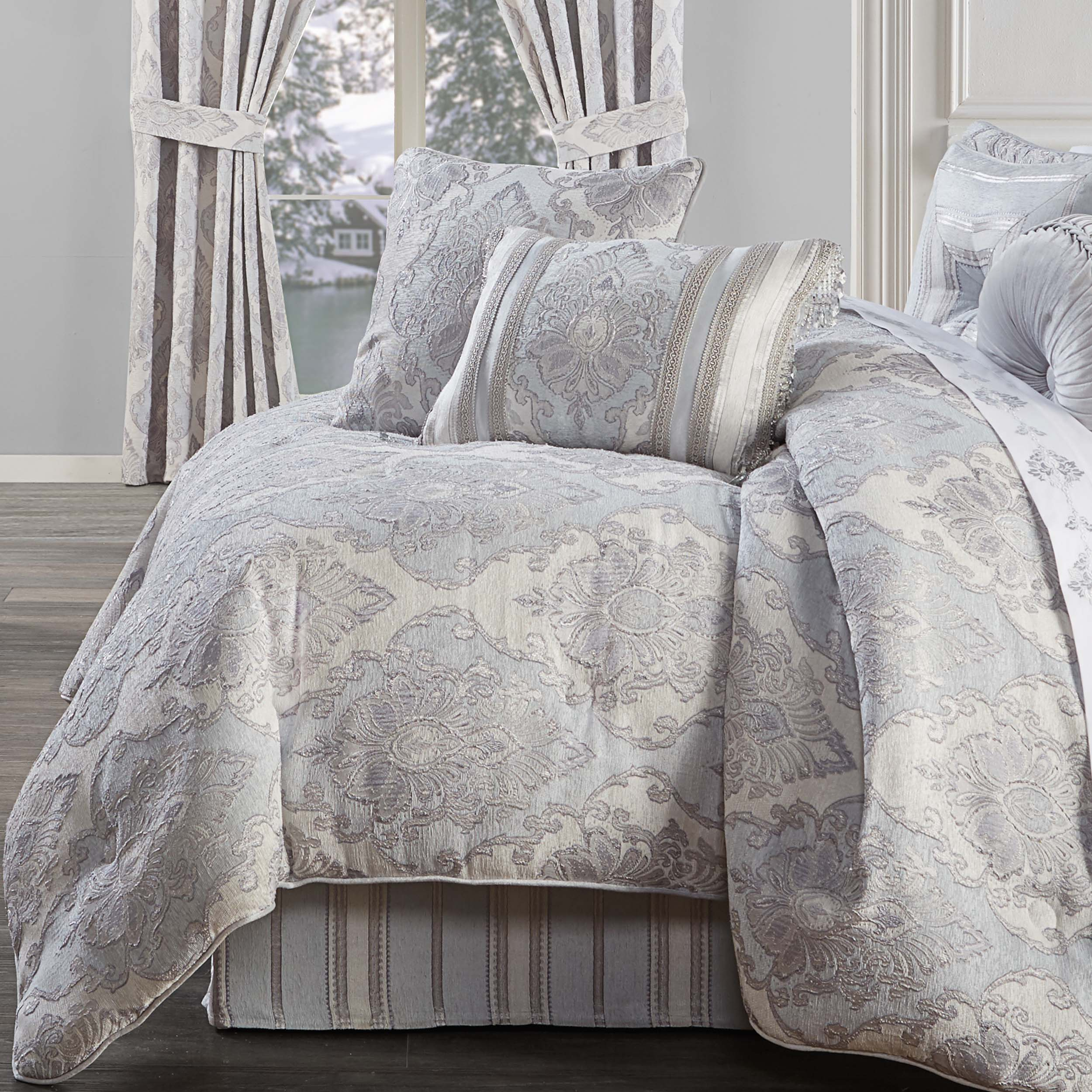 Iceland Powder Blue 4-Piece Comforter Set [Luxury comforter Sets] [by Latest Bedding]