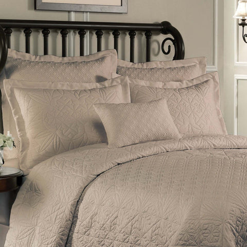Lismore Cafe Quilt [Luxury comforter Sets] [by Latest Bedding]