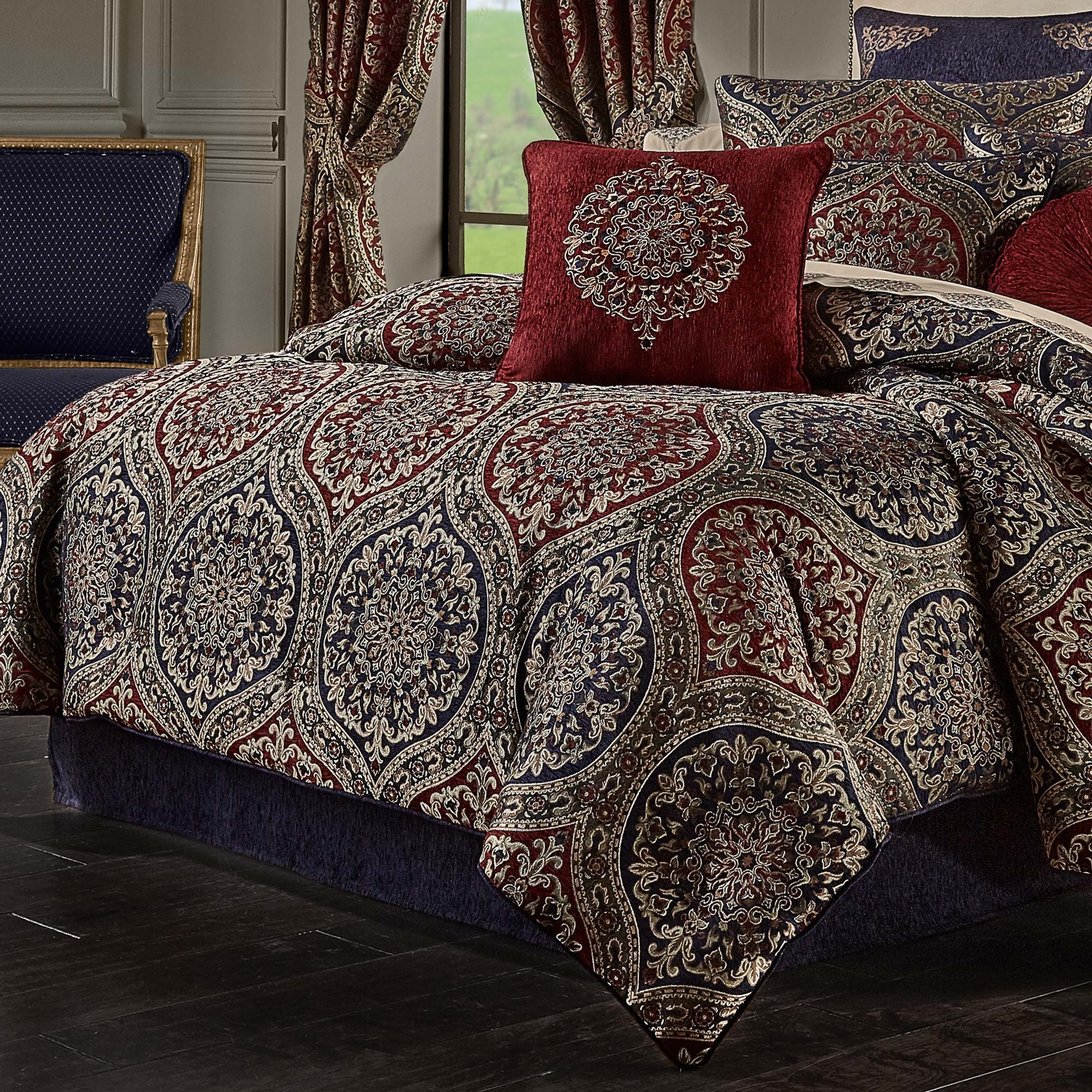 Taormina Red 4-Piece Comforter Set [Luxury comforter Sets] [by Latest Bedding]
