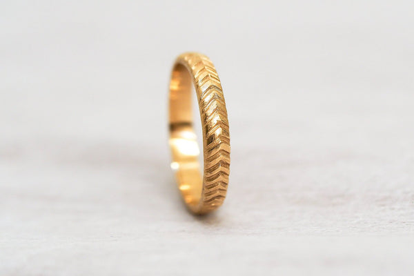 Mijatu Feather Gold Ring