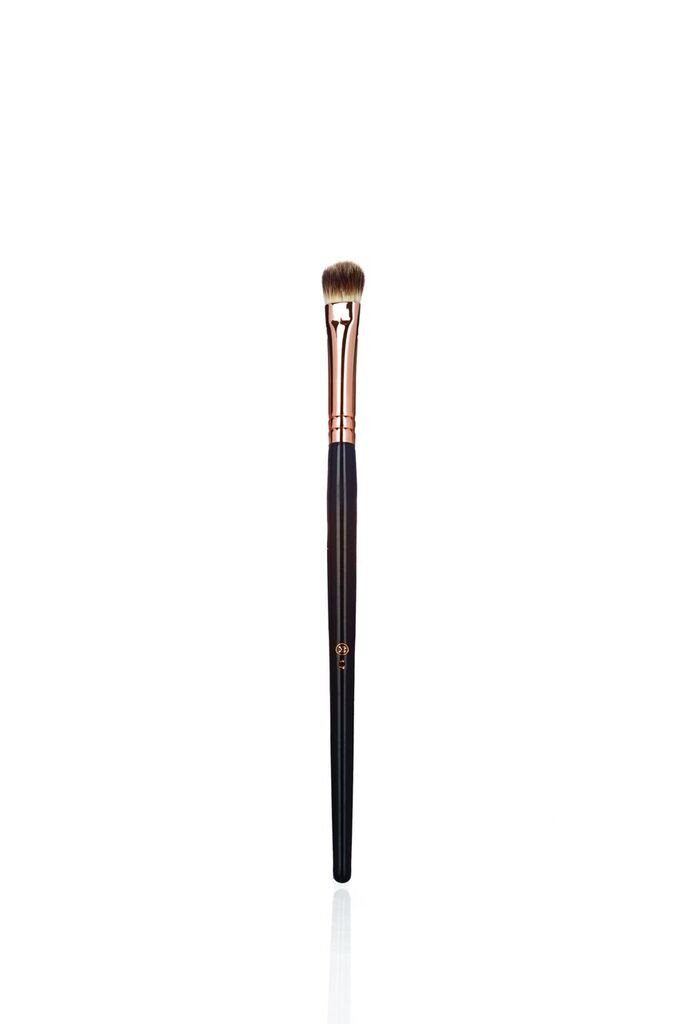 #1.7 Makeup Weapons Deluxe Cream Brush