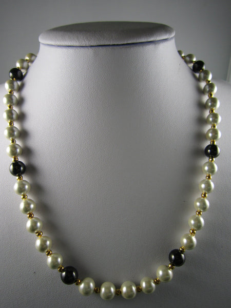White & Black Imitation Pearl Necklace