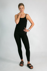 Organic Bamboo Leggings in black by sustainable fashion label Donnah