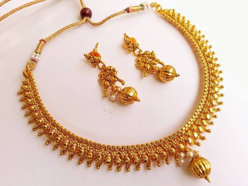 Metallic Necklace Set with gold drops
