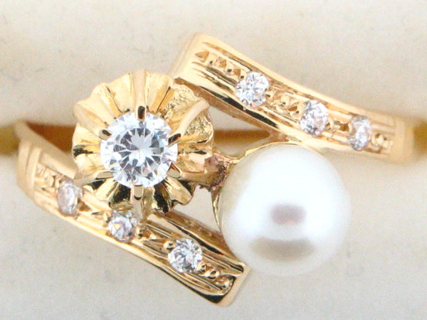1143 - 19.2kt Portuguese Gold Ladies Traditional Engagement Ring with CZs & Pearl