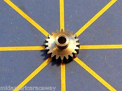 Sonic Extra Light 64 Pitch 20 Tooth Drag Pinion Gear from Mid America Raceway