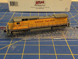 ATLAS 51880 DASH 8-40C UNION PACIFIC ROAD 9100 Mid-America Naperville