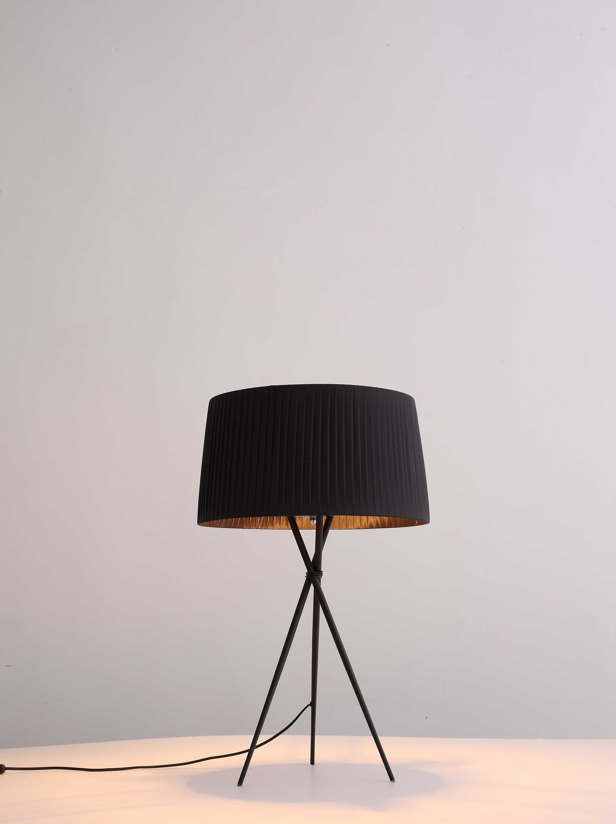"18"" X 18"" X 29.5"" Black Carbon Steel Table Lamp"