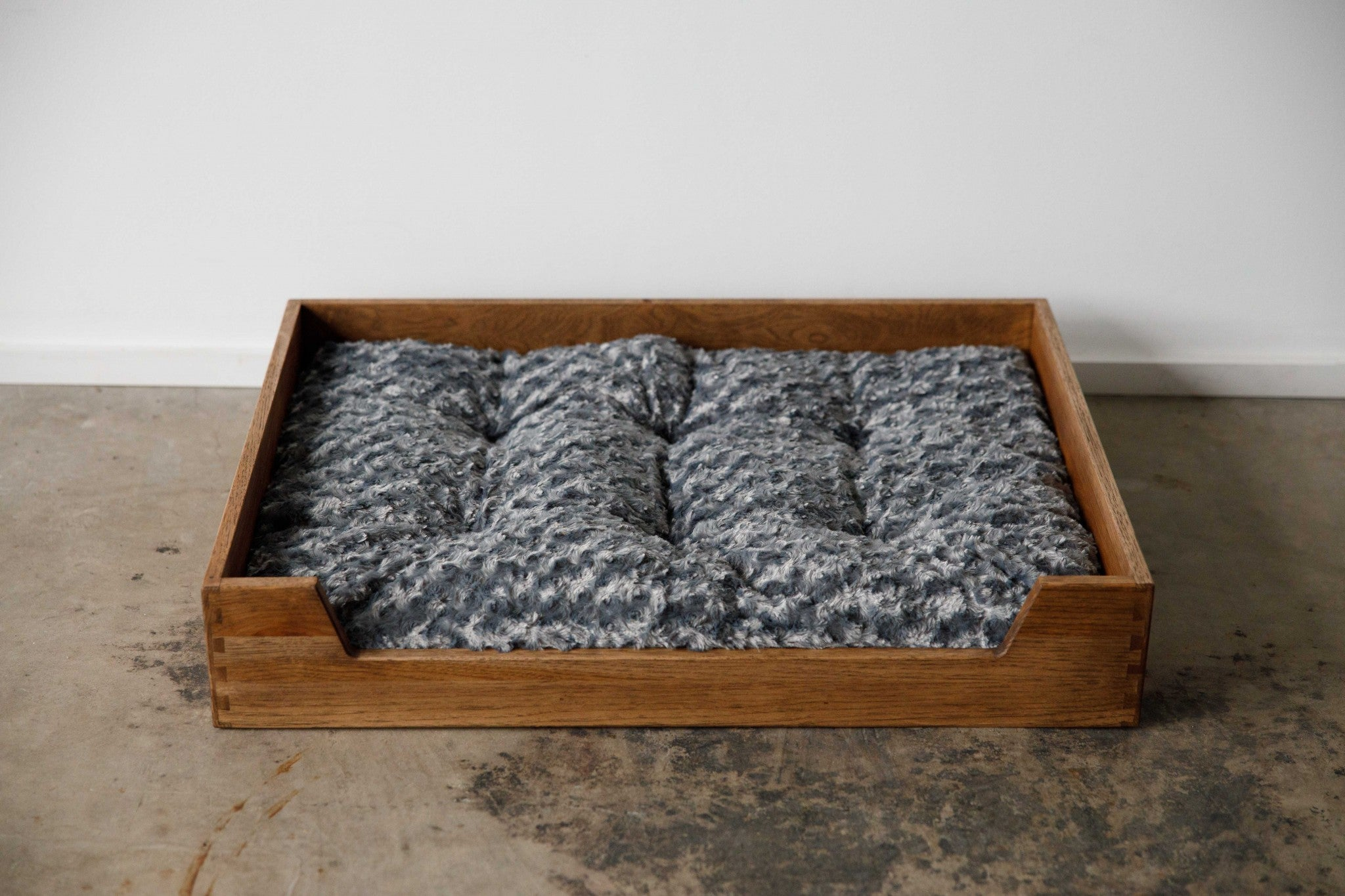 Deluxe Gray Wash Solid Hickory Dog Bed with Ultra Plush Mattress