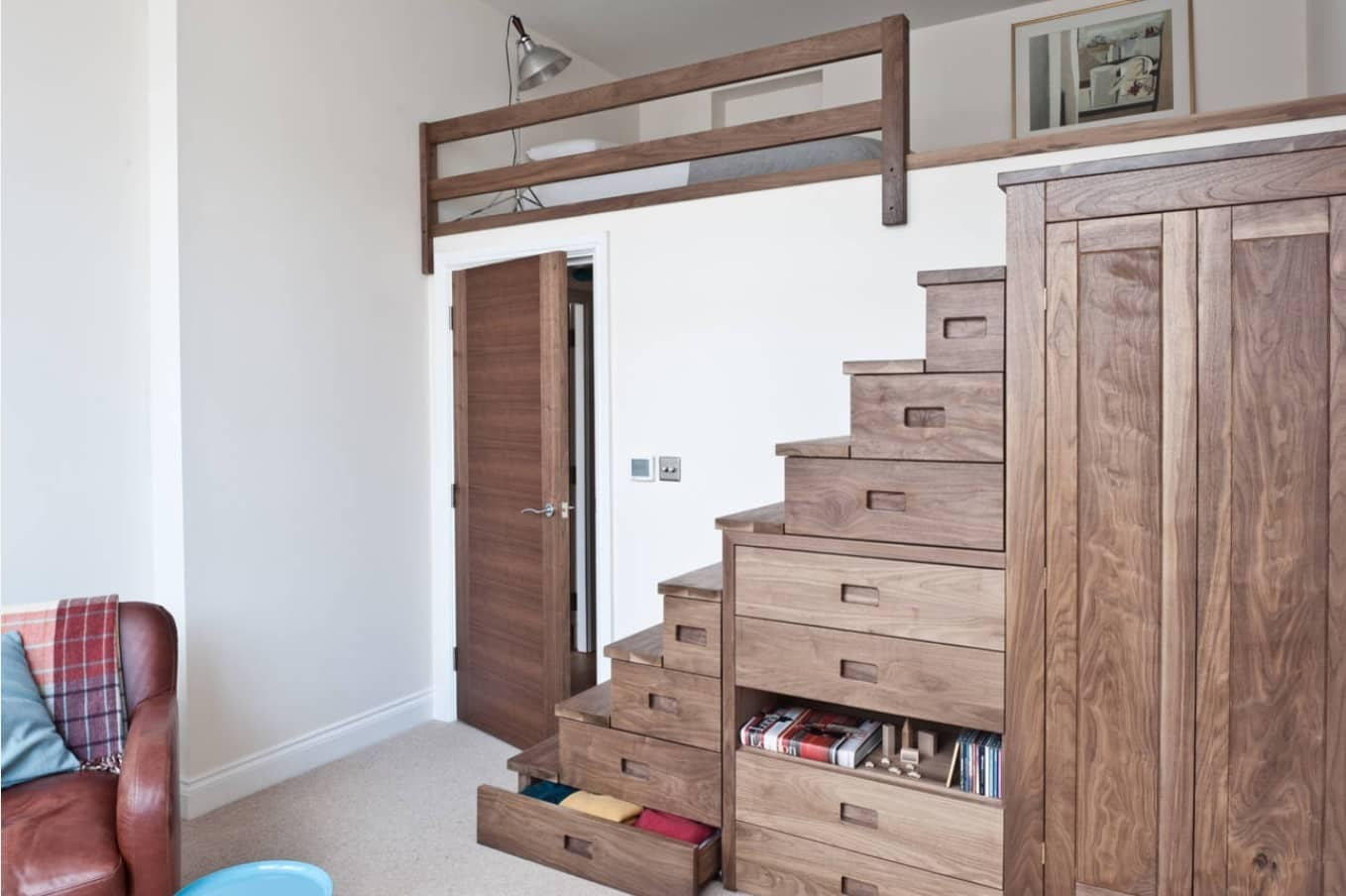 STEP STAIRS STORAGE LOFT