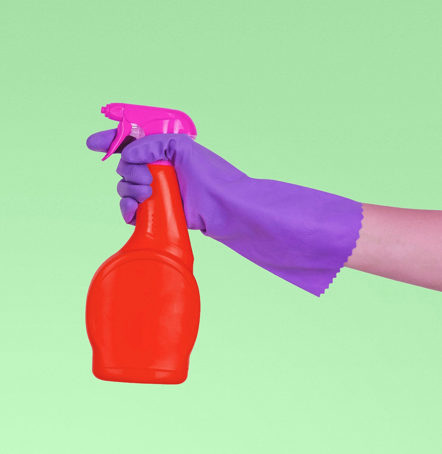 Cleaning product spray bottle