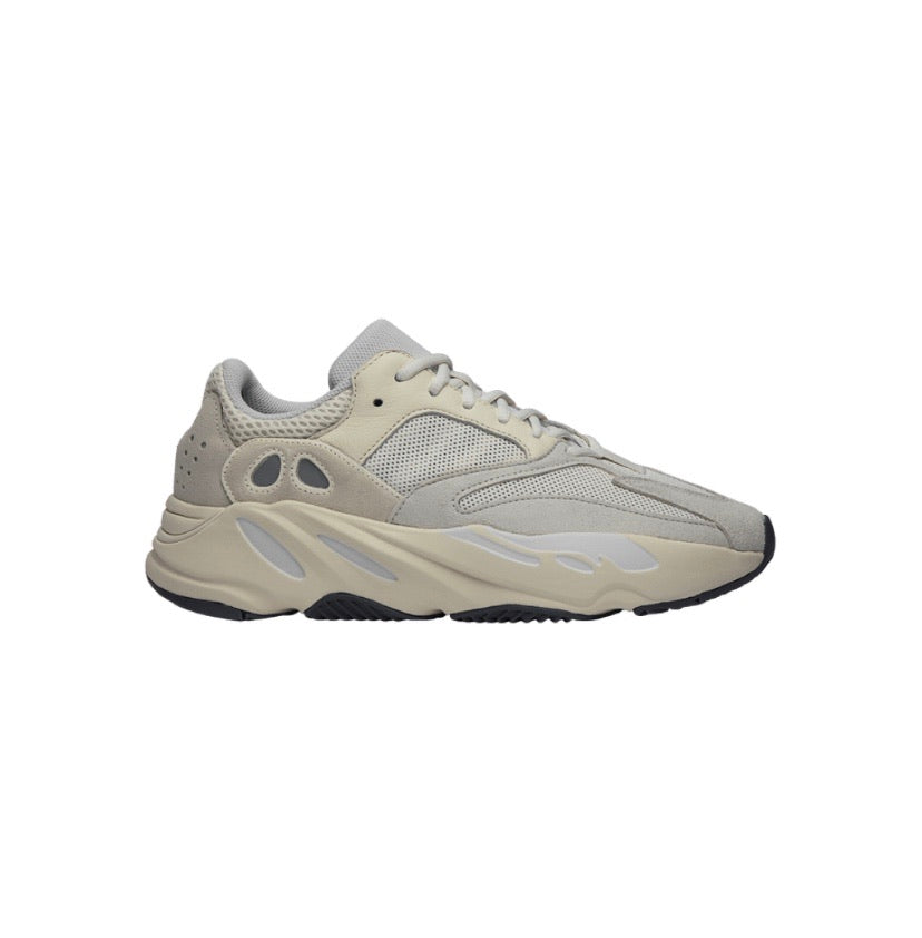 "YEEZY 700 ""Analog"" SOLD OUT"