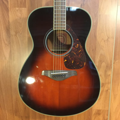 Yamaha FS720S Small Body Solid Top Acoustic Guitar Bundle