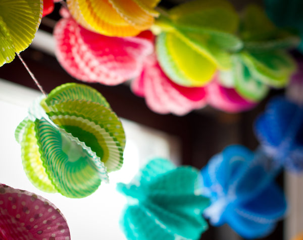 make your own DIY paper cupcake liner garland for a kids party