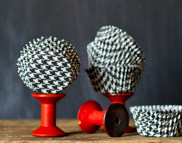 black and white houndstooth printed paper cupcake liners