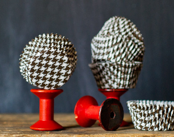 brown and white houndstooth printed paper cupcake liners