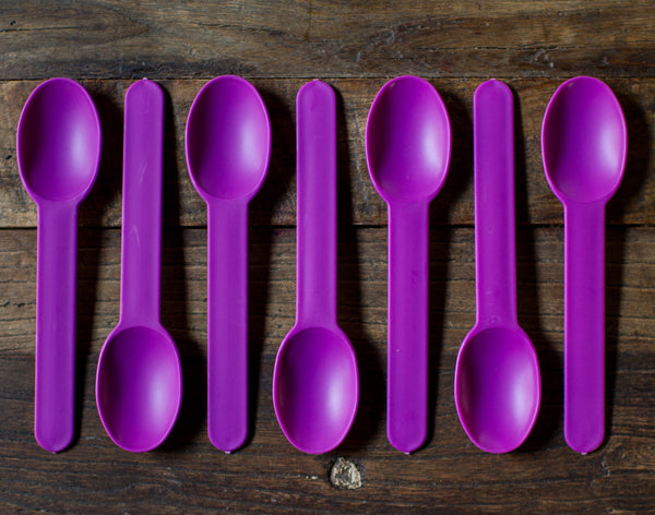 12 chunky plastic spoons