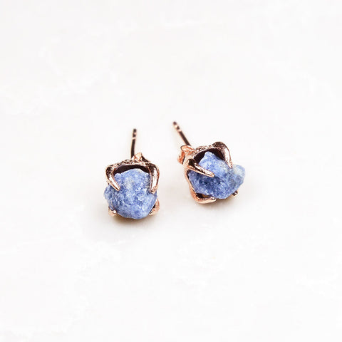Sapphire earrings. Raw sapphire earrings. Rough sapphire earrings. Sapphire rose gold earrings. Sapphire gold earrings. Raw sapphire studs. September birthstone. September birthstone jewelry. September birthstone earrings.