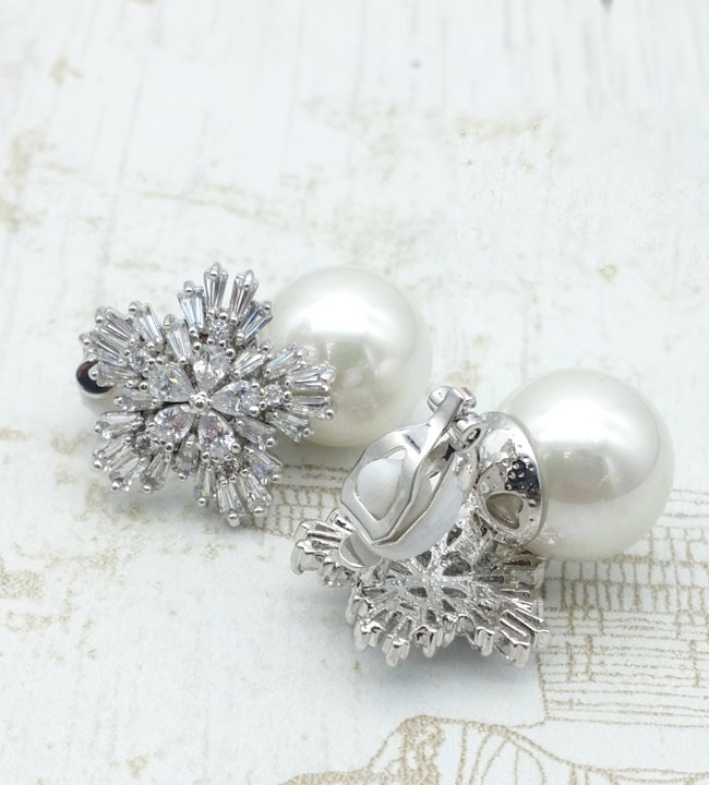 Ivy - Classic Cubic Zirconia and Pearl Stud