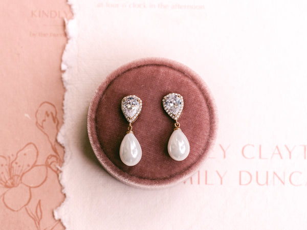 Sara - Classic Bridal Pearl Earrings