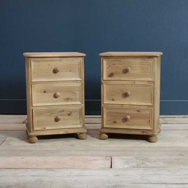 Victorian 3 Drawer Bedside Chest