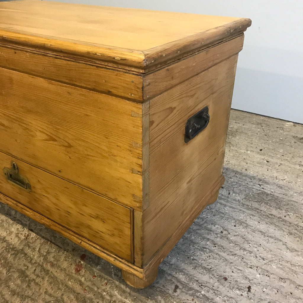 Mule Chest Storage Box with Drawer - Antique Old Stripped and Polished Pine BBMule1