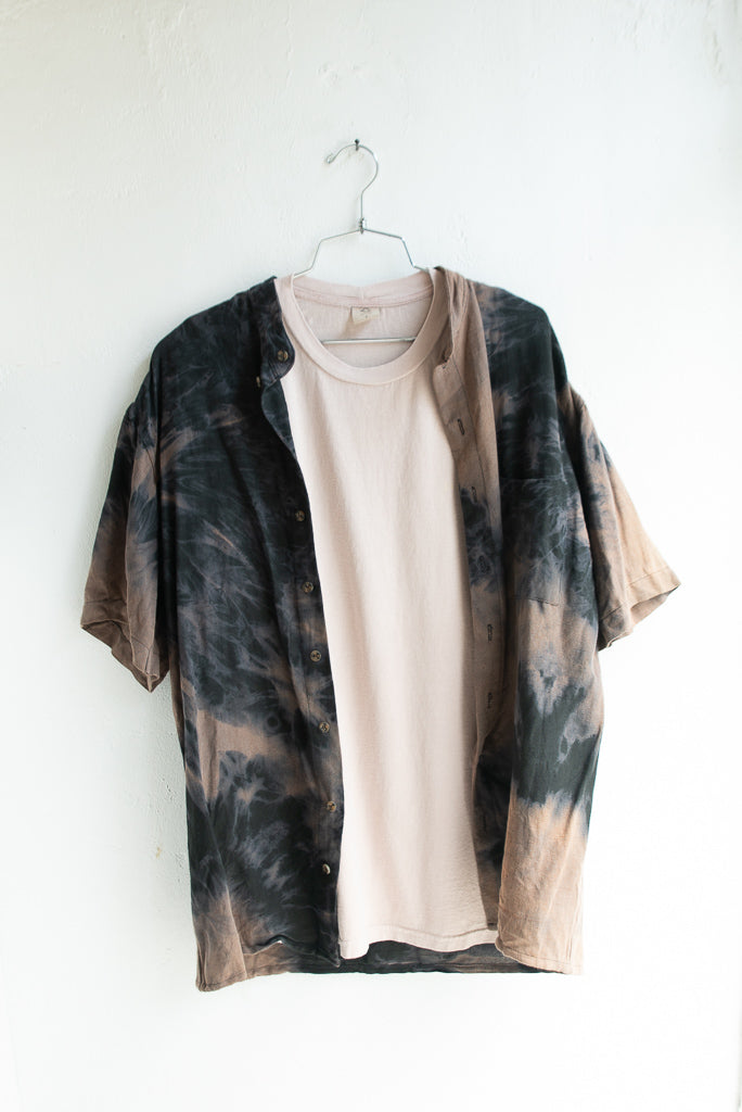 Buttoned bleach dye shirt