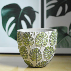Monstera leaf green pot