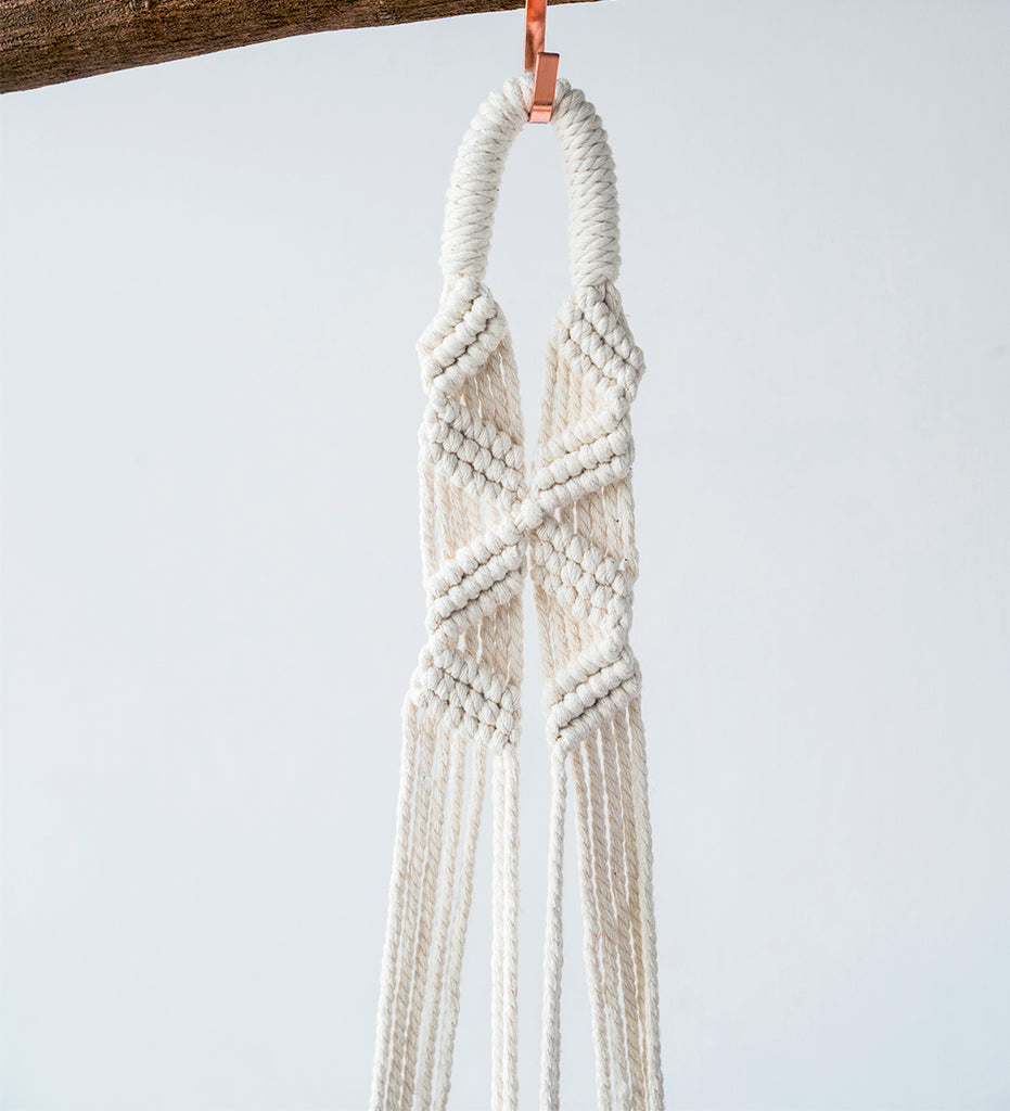 Macrame Hanger - twisted
