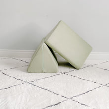 Load image into Gallery viewer, Triangle Pillow Set