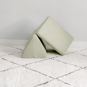 Triangle Pillow Set