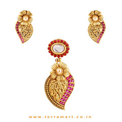 Fanciful Gold, White, Pink Colour Stoned Flower & Leaf Designed Pendent Set - Terramart Jewellery