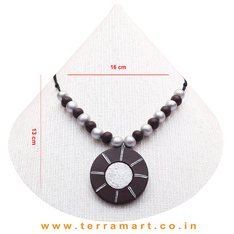 A Grand Chain with Earring in the Combination of Brown & Silver